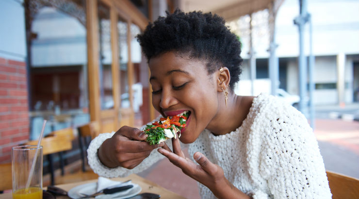 A-black-woman-eating-healthy